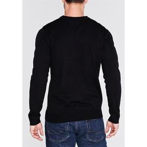 sweter widok z tyłu